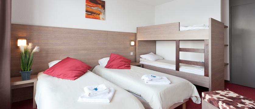 france_paradiski-ski_les-arcs-hotel-club-mmv-les-melezes_bedroom.jpg
